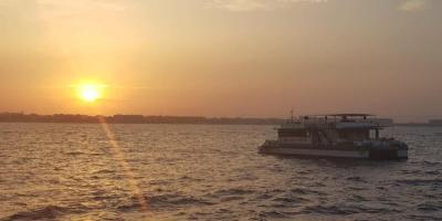 Grupo Boramar Catamaranes-Puesta de Sol desde catamarán en València-Sunset boat ride on catamaran in València-Posta de sol des de catamarà en València