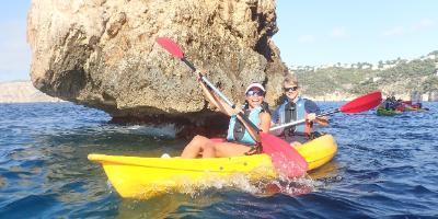 Kayak Javea-Ruta guiada en kayak y snorkel Cala Granadella- Guided Kayaking & Snorkeling Tours Cala Granadella-Recorregut guiat en caiac y esnorquel en Cala Granadella