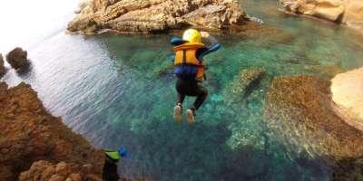 Xabia Activa-Coasteering: explora los acantilados-Coasteering: explore the cliffs-Coasteering: explora els penya-segats