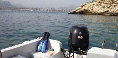 Aquasports-Tripula una embarcación sin titulación-Drive a boat without qualification-Tripula una embarcació sense titulació