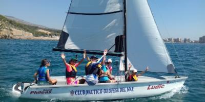 Club Náutico Oropesa del Mar-Bautismo de mar - Vela, windsurf y piragüismo en Oropesa-Sailing or kayaking for beginners in Oropesa-Baptisme de vela, windsurf y piragua a Orpesa