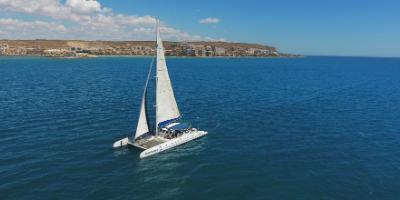 Alicante Catamaran-Día de navegación a vela a Tabarca-Day of sailing in Tabarca-Dia de navegació a vela a Tabarca