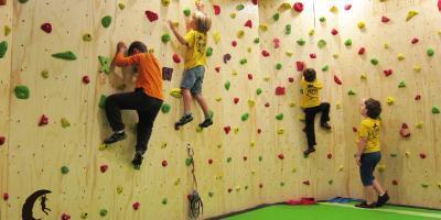 Vents de Muntanya-Vents Kids, jugando a escalar-Vents Kids, playing climbing-Vents Kids, jugant a escalar