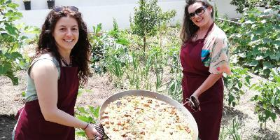Enjoy an special day cooking paella with us