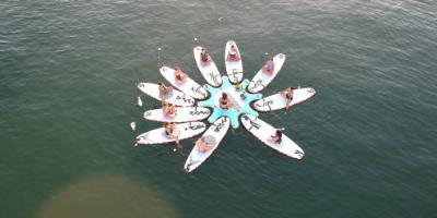 Paddle surf yoga