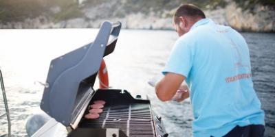 Dia en la mar i BBQ en catamarà: travessia de Dénia a Xàbia