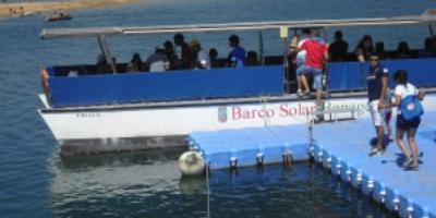 Solar Boat and Valdeserrillas Reserve with children