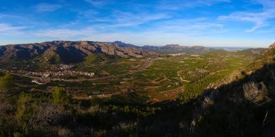 By ebike through the Vernissa Valley and sleep in luxury in Potries