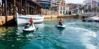 Vive la adrenalina a bordo de moto de agua en Torrevieja