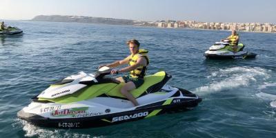 Isla de Tabarca en moto acuática