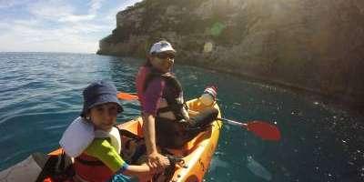 Xabia Activa-Calas y cuevas paradisíacas en kayak y snorkel-Kayaking in sublime coves and caves & snorkel-Cales i coves paradisíaques en kayak y snorkel