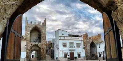 Buñol en rutas-Castillo de Buñol: protagonista y testigo-Castle of Buñol: protagonist and witness-Castell de Bunyol: protagonista i testimoni