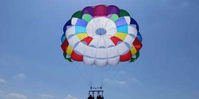Torrevieja des de l'aire, vola en parasailing!