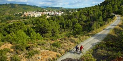 Cycle through the Green Way and sleep like a king in Navajas