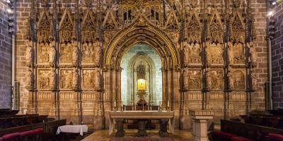 Holy Grail and religious art tour (including transfer and lunch)