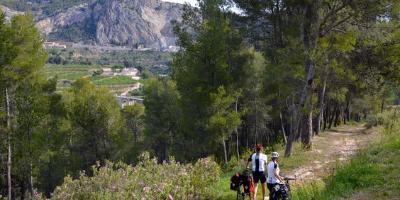 Masía La Mota-Bicicleta BTT en el Parque Natural de la Font Roja-MTB biking through Font Roja Natural Park-Bicicleta BTT en el Parc Natural de la Font Roja