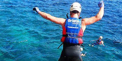 Explora los acantilados practicando coasteering